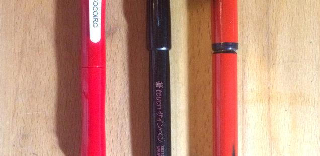 筆ペンを走らせて